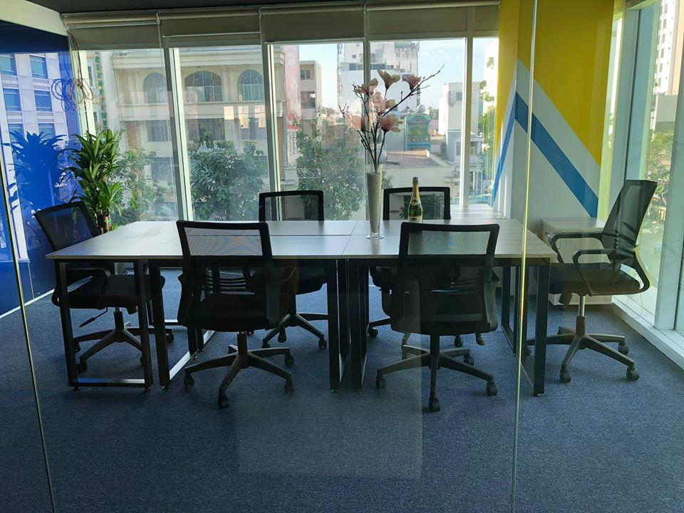 Cách thiết kế bàn ghế văn phòng 40m2 thông thoáng